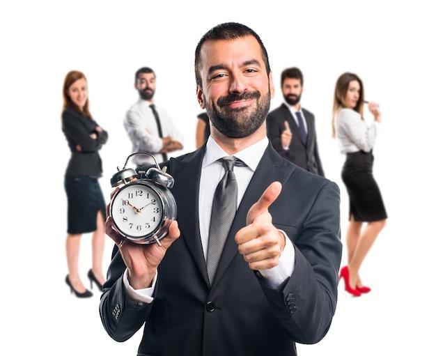 ビンテージ時計を持っているビジネスマン