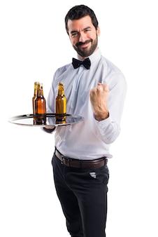 Счастливый официант