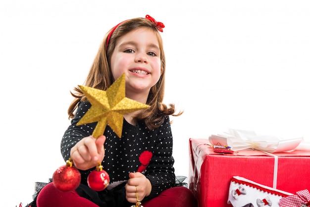 Ребенок с элементами рождества