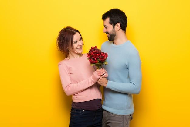 バレンタインデーの花を持つカップル
