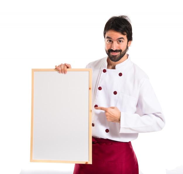 Красивый шеф-повар, держащий пустой плакат