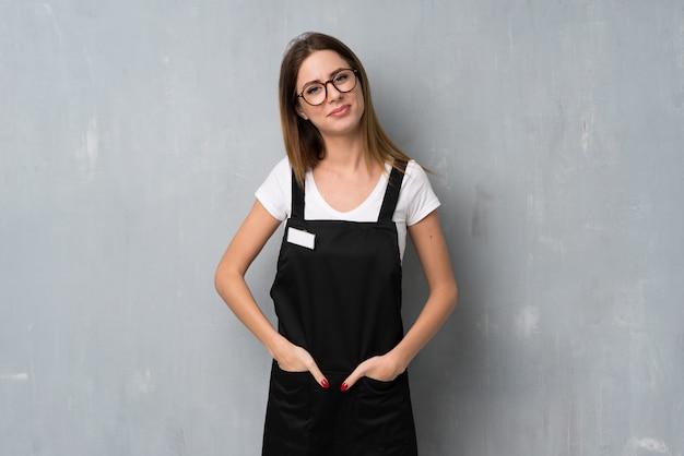 メガネと幸せの従業員女性