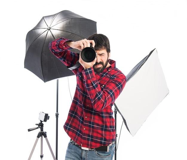 Фотограф в своей студии