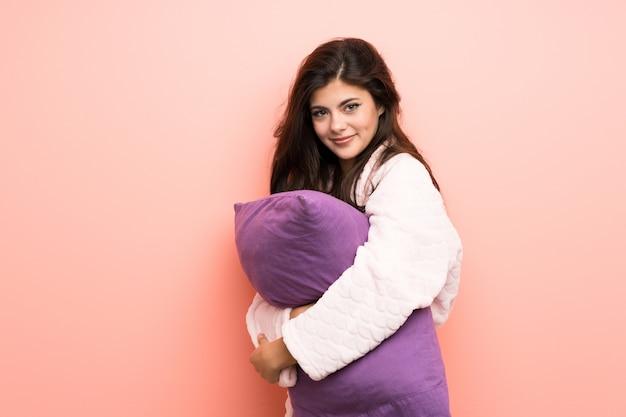 Девушка-подросток в халате на розовом