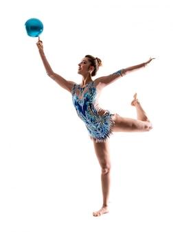 ボールで新体操をしている女の子