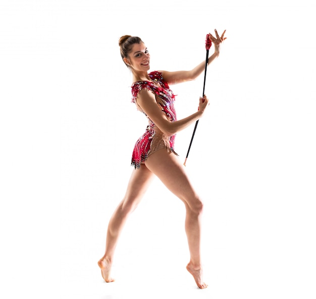Девушка делает художественную гимнастику с булавами