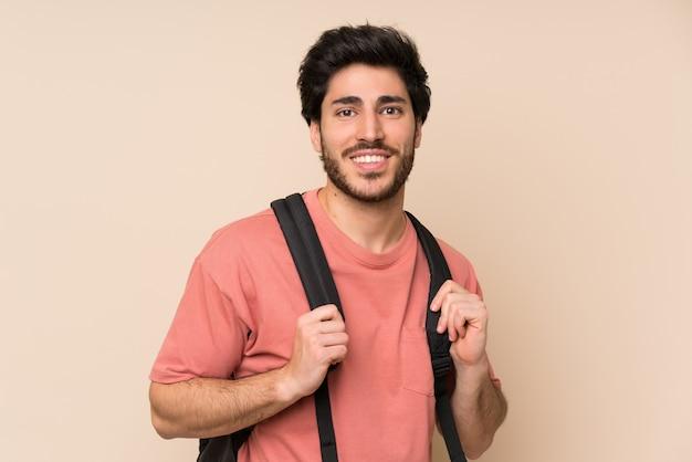 Красивый мужчина с рюкзаком