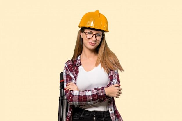 建築家の女性メガネと黄色の笑みを浮かべて