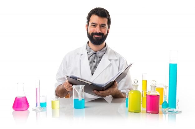 Человек-ученый со своей записной книжкой