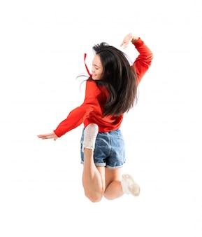 孤立した白い壁の上の若いアジアダンサー