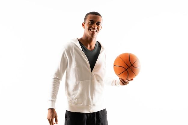 アフロアメリカンバスケットボールプレーヤー男