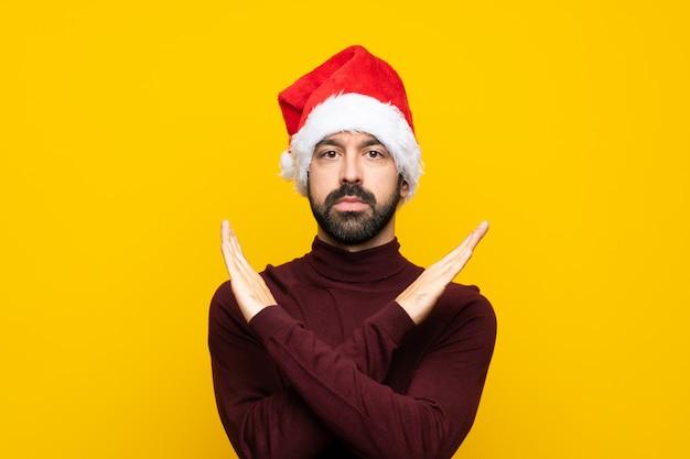 Человек в рождественской шапке не делает жест
