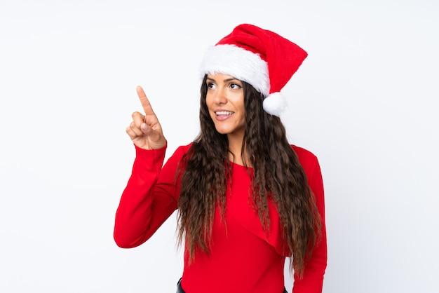 Девушка с шляпой рождества над изолированным белым касаться на прозрачном экране