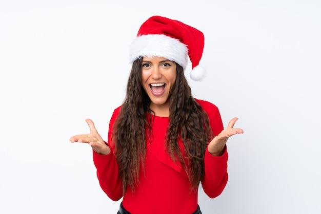 Девушка с шляпой рождества над изолированной белизной несчастной и расстроенной с чем-то