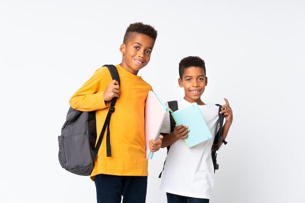 二人の少年アフリカ系アメリカ人学生白背景