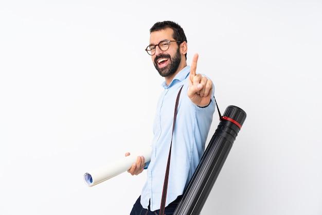 孤立した白い表示と指を持ち上げる上のひげを持つ若い建築家男