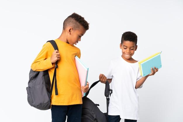 二人の少年アフリカ系アメリカ人学生分離白