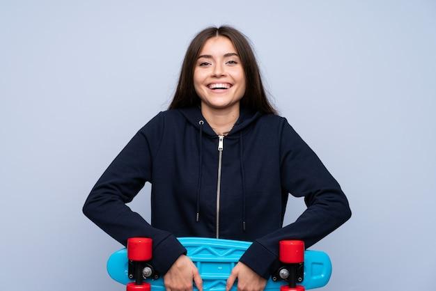 スケートで分離された以上の若い女性