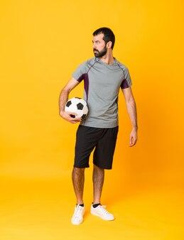 Человек с футбольным мячом