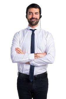 ヘッドセットを持つ若い男