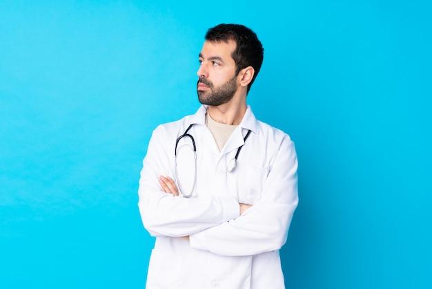 Молодой врач мужчина