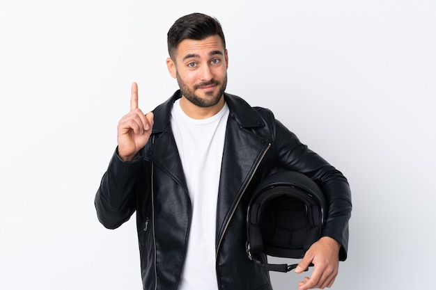 Человек с мотоциклетным шлемом, указывая указательным пальцем отличная идея