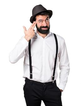 Человек-хипстер с бородой, делающий самоубийственный жест