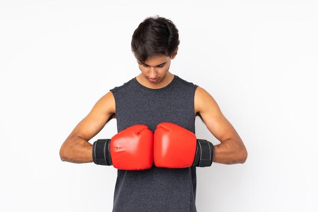 ボクシンググローブを持つスポーツ男