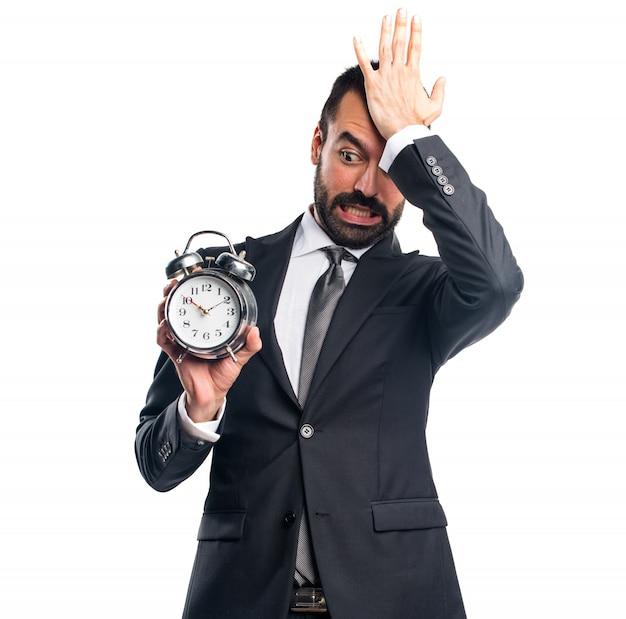 ビンテージ時計を持つビジネスマン