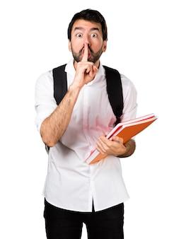 学生の男は沈黙のジェスチャーをしています