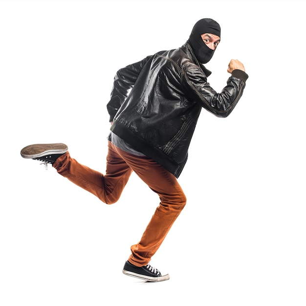 速く走っている強盗