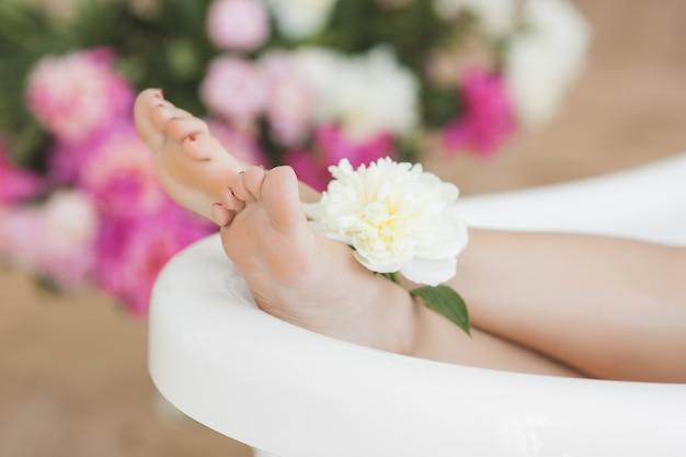 お風呂で女性の足