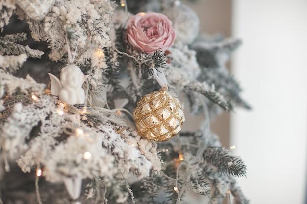 Рождественские украшения. елочные игрушки. задний план