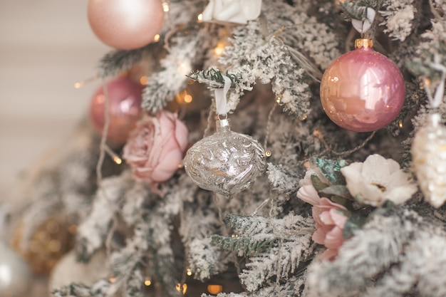 クリスマスの飾り。クリスマスツリーのおもちゃ。バックグラウンド
