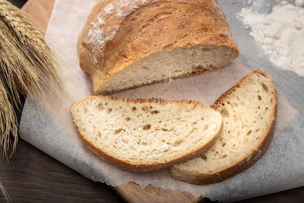 焼きたての古いパン