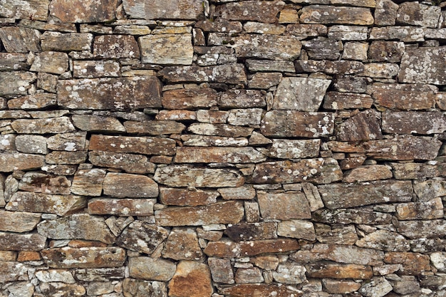 乾燥した石積みの石の壁の背景テクスチャ