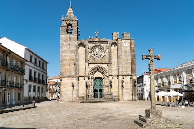 サンマルティン教会の正面プラザデルタパルにあります。