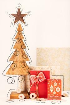 松の木の木彫りとボックスギフト付きのクリスマスカード