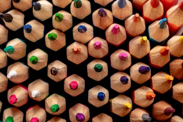 色鉛筆を閉じる