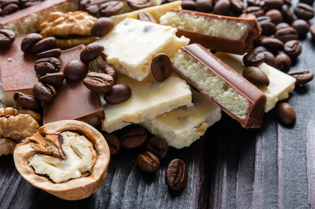 壊れたチョコレートコーヒーとクルミの選択と集中