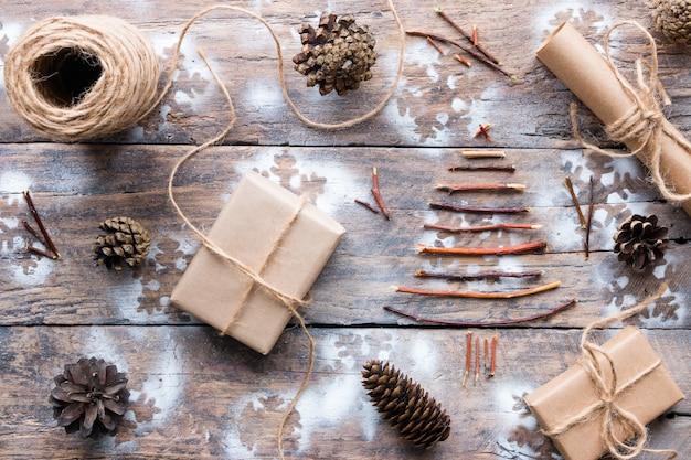 Новогодние подарки и украшения на деревянные