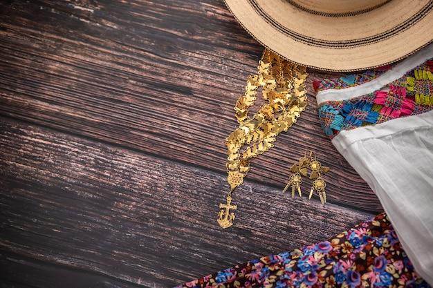 パナマの手作りの農民の女性の伝統的なキャミソール