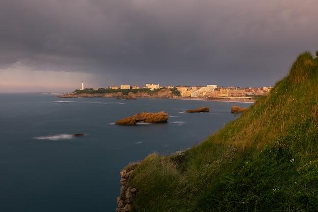 北バスク地方の美しい海岸にあるビアリッツ市
