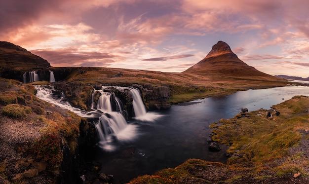 Гора киркьюфелл рядом с грундарфьордуром в западной исландии.