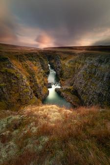 Колуглюфур каньон в северной исландии.