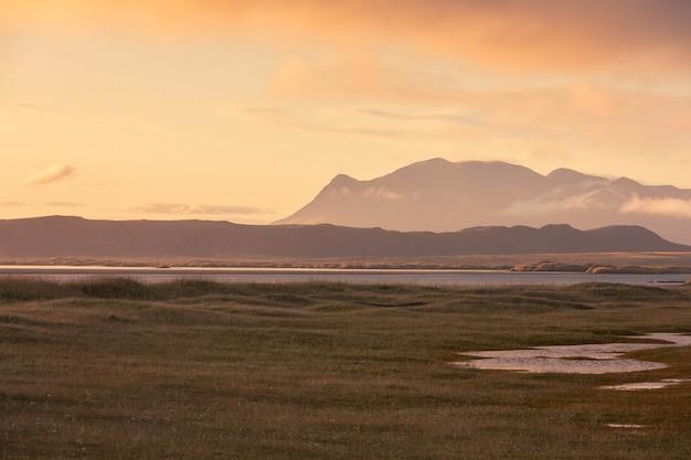 北アイスランドのフナフィヨルズゥルビーチ。