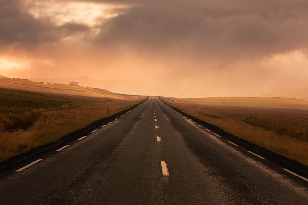 素晴らしいアイスランドの道路。