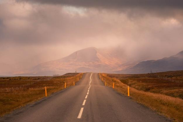 Удивительные исландские дороги.