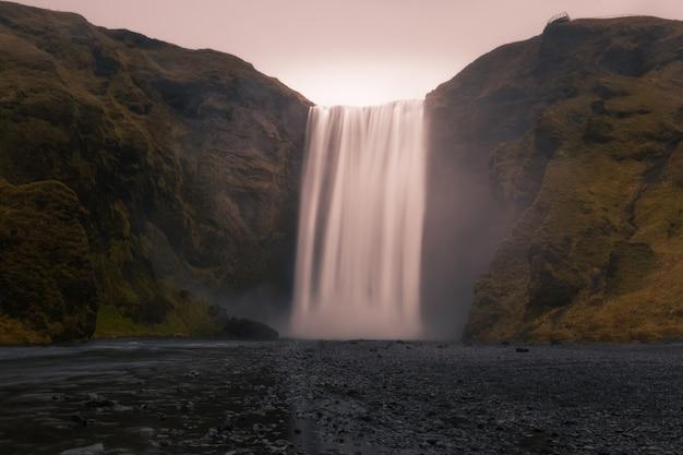 南アイスランドのスコガフォスの滝。