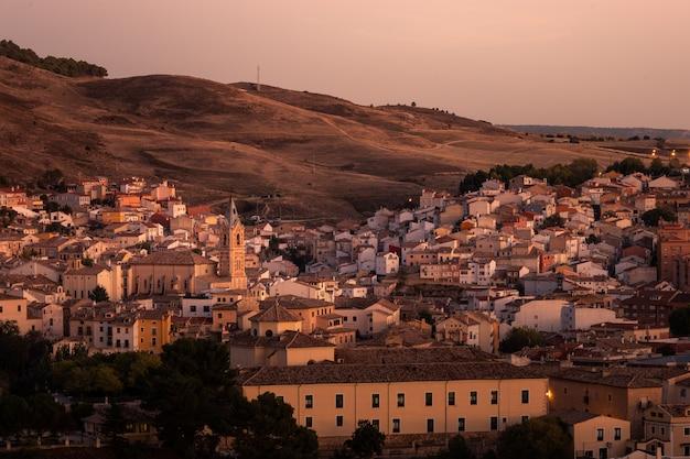 Вид из столицы куэнка в регионе кастилья-ла-манча в испании.
